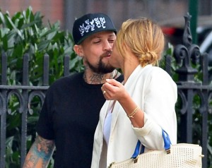 Cameron-Diaz-Benji-Madden-Kissing-NYC
